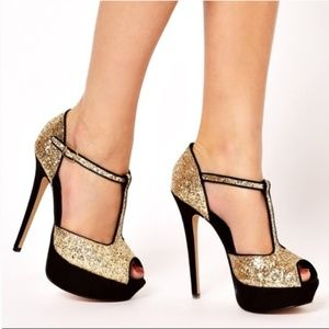 NWT Black and Gold Open Tow Aldo Pumps